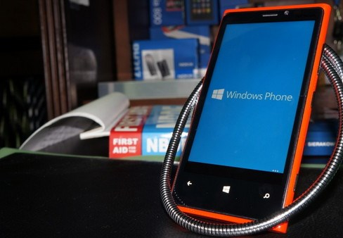 Microsoft Mencoba Windows Phone 8.1 di Nokia Lumia 9320 dan HTC 8X
