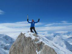 Orang Ini Melakukan Video Call Skype di Puncak Gunung Everest