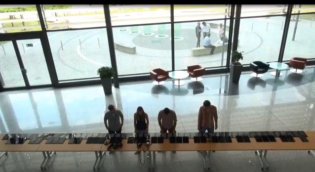 Inilah Piano Digital Raksasa yang Dibuat Dari 88 Surface RT