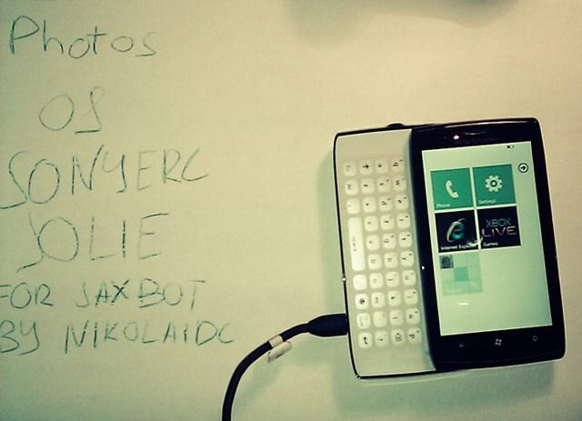 Inilah Sony Ericsson Jolie, Windows Phone yang (Entah Kenapa) Tidak Pernah Dirilis