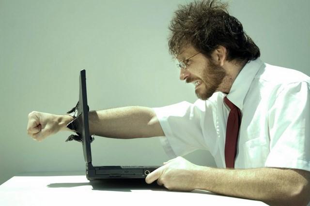 Whoops..8 dari 10 Pengguna Komputer Pernah Melakukan Kekerasan!