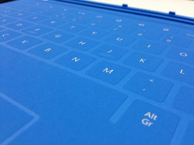 Power Cover: Keyboard Microsoft Surface yang Dilengkapi dengan Baterai