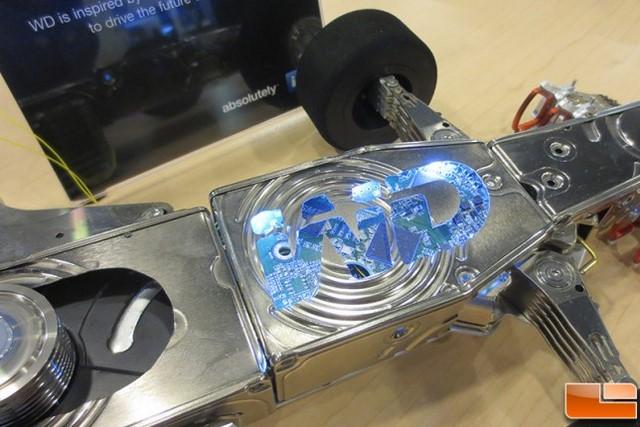 Keren: Mobil F1 Ini Dibuat dari 250 Hardisk!
