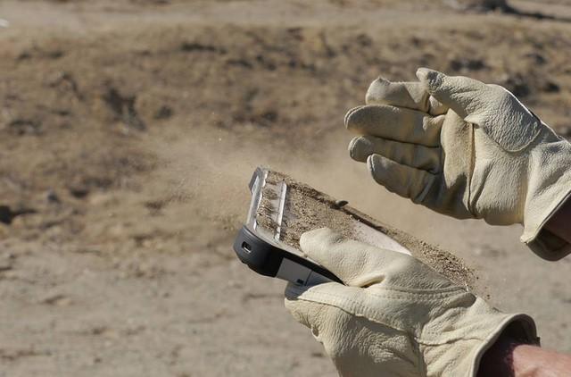 Toughpad FZ-M1: Inilah Tablet Windows 8.1 Super Tangguh Buatan Panasonic