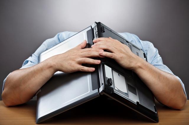 Apa yang Kamu Lakukan Jika Salah Melakukan Format Massal ke Seluruh PC di Kampus Kamu?