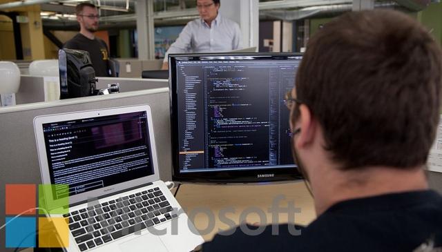 Microsoft Membayar Siapapun yang Bisa Memperbaiki Bug Layanan Online Miliknya