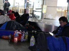 Kenapa Orang Rela Tidur di Jalan dan Mengantri Berhari-hari demi Mendapatkan iPhone?