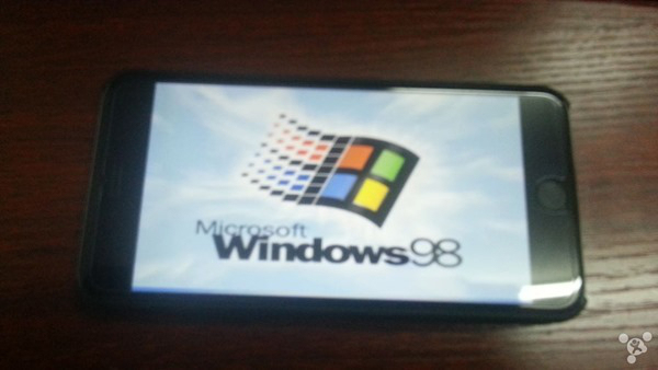 Wow..iPhone 6 Plus Berhasil Diinstall Windows 98