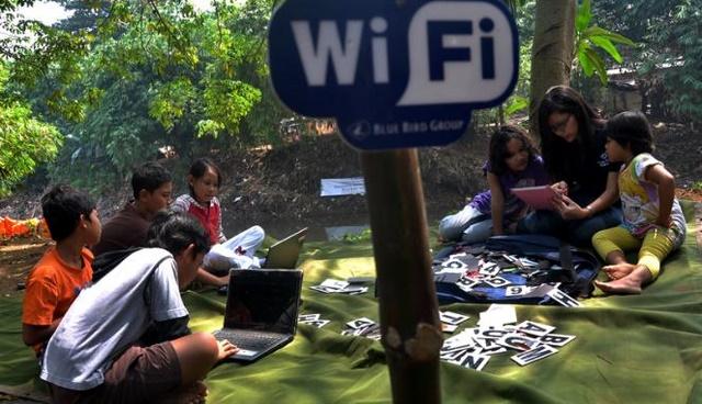 Wi-Fi vs Ethernet: Mana yang Pas Untuk Kamu?