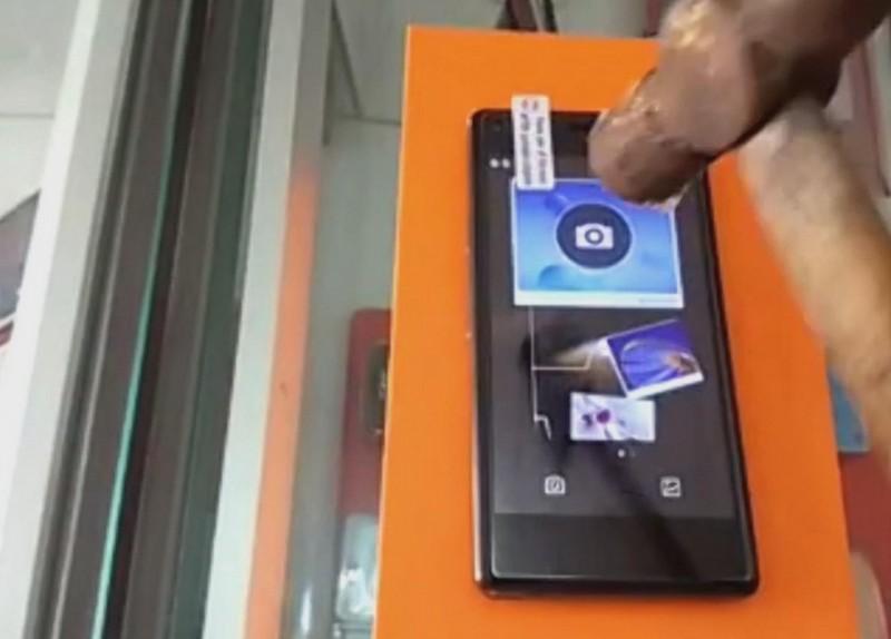 Smartphone Anti Martil alias Tahan Pukul, Penting Gak Sih??