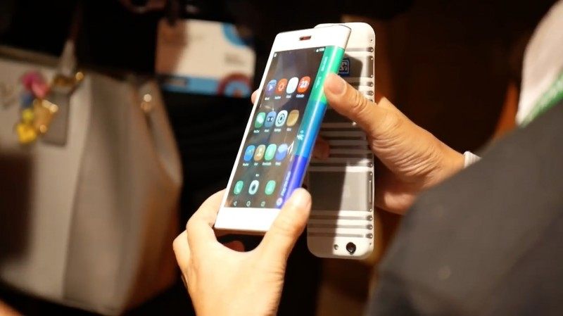 Lenovo Pamer Tablet & Smartphone Layar Tekuk