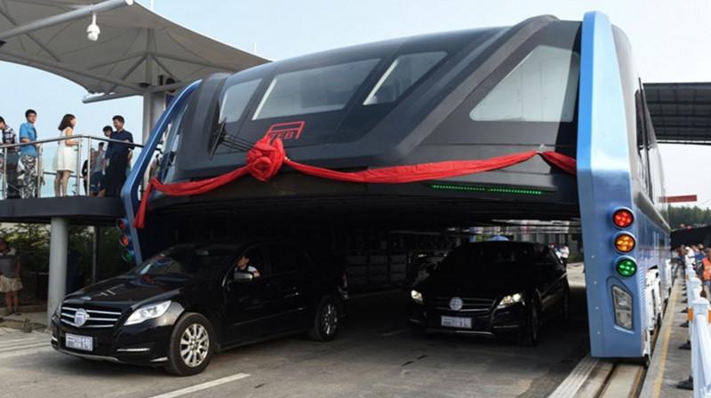 """Inilah """"Bus Terowongan Raksasa"""" Buatan Tiongkok untuk Mengatasi Macet"""