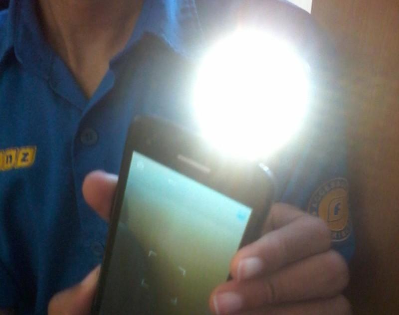 Lampu Selfie yang Bikin Foto Selfie Kamu Semakin Bening :))