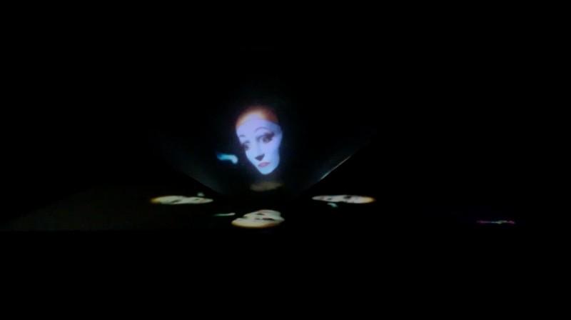 Membuat Sendiri 3D Hologram Sederhana TapiKeren untuk Smartphone (Video)