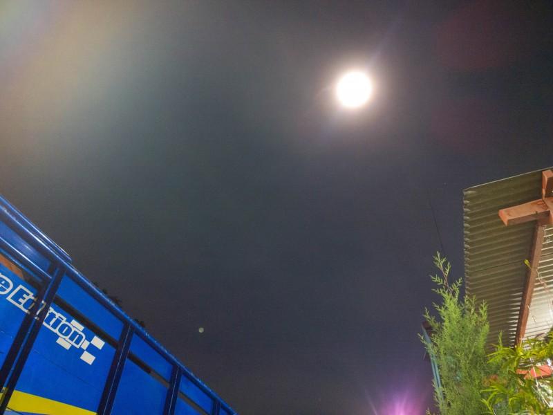Supermoon dari depan rumah - Lumia 1020