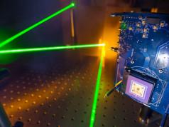 Komputer Laser: 100.000 Kali Lebih Cepat dari Komputer Saat Ini!