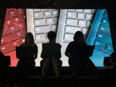 Alcantara Bakal jadi Material Penting untuk Microsoft?