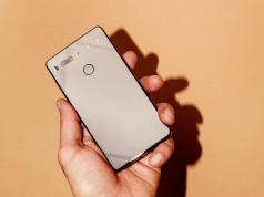 Essential Phone Buatan Pencetus Android — Lebih Bagus dari Smartphone Manapun?