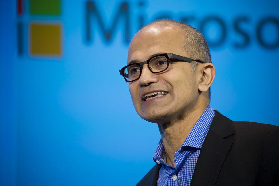 Satya Nadella Berpikir Google Dapat Membantu Membuat Cortana Menjadi Sukses