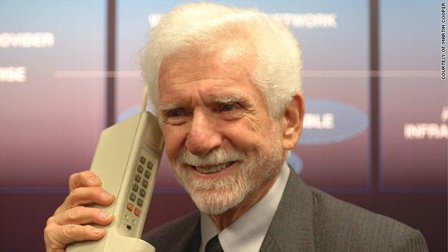 menjadi orang yang pertama melaksanakan panggilan telepon lewat ponsel 3 April Kemarin, 46 Tahun Lalu, Ponsel Pertama Kali Digunakan Menelepon!